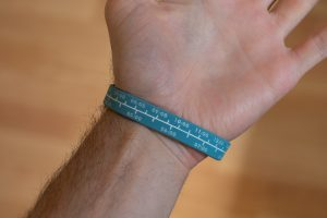 minutes per mile to minutes per kilometre running pace conversion band on a wrist